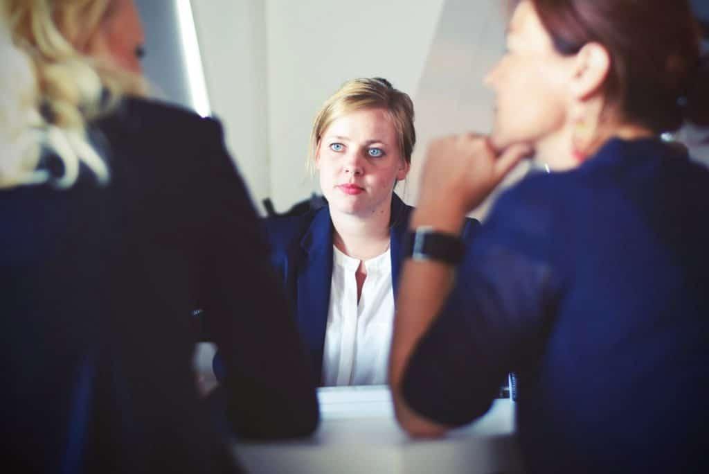 Advogada em uma reunião